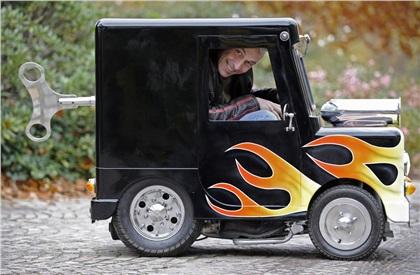 Perry Watkins' Wind up (2010): Самый маленький в мире автомобиль