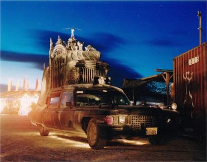 Carthedral by Rebecca Caldwell (2000): Готический собор на колесах
