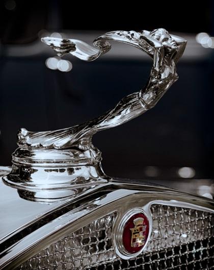 Cadillac V-16 Mascot (1930–32): Flowing Goddess