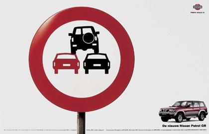 Nissan Patrol GR (1999): Road Sign