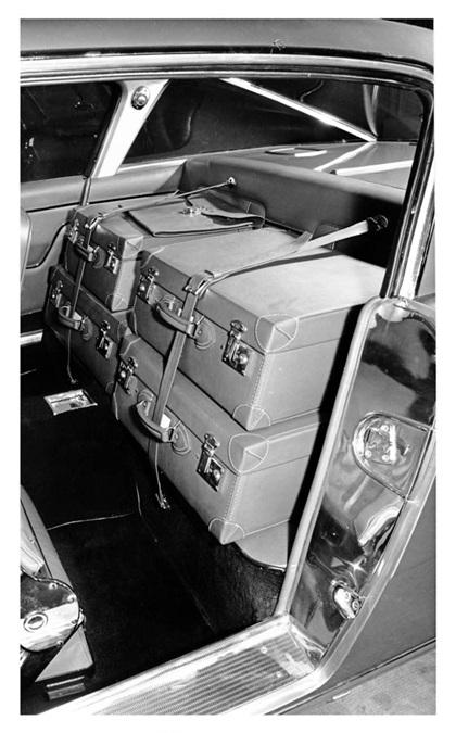Dual-Ghia L 6.4 Coupe, 1962 - Interior
