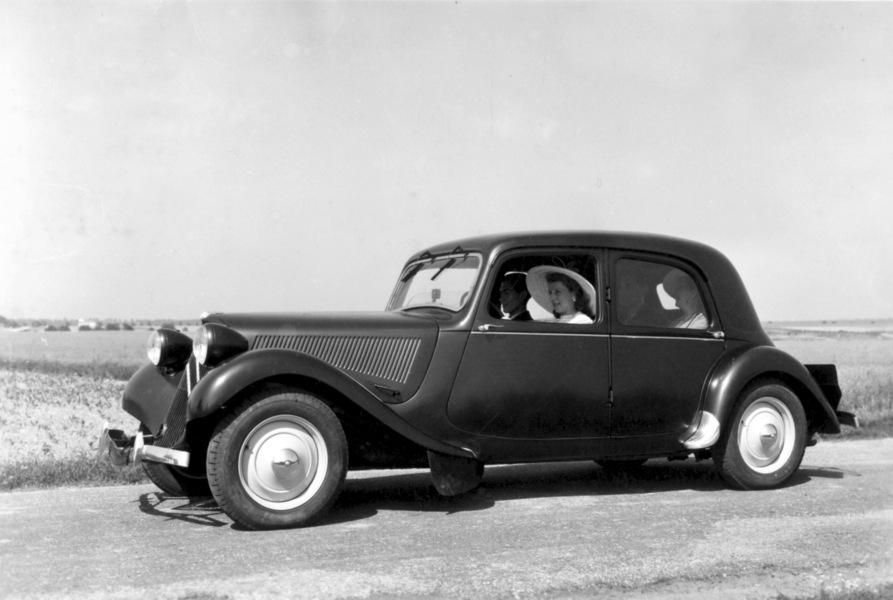 1952_Citroen_Traction_Avant_11_Legere