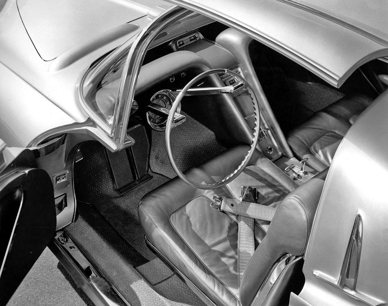 1956_Oldsmobile_Golden_Rocket_Concept_In