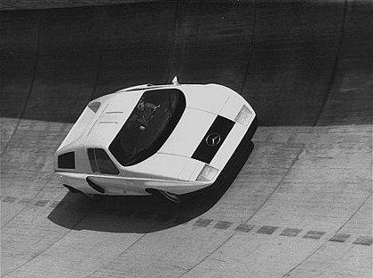 Matéria C111 Revista 4 Rodas com avaliação de Stirling Moss - NOV/1969 69mb_c111-1_5