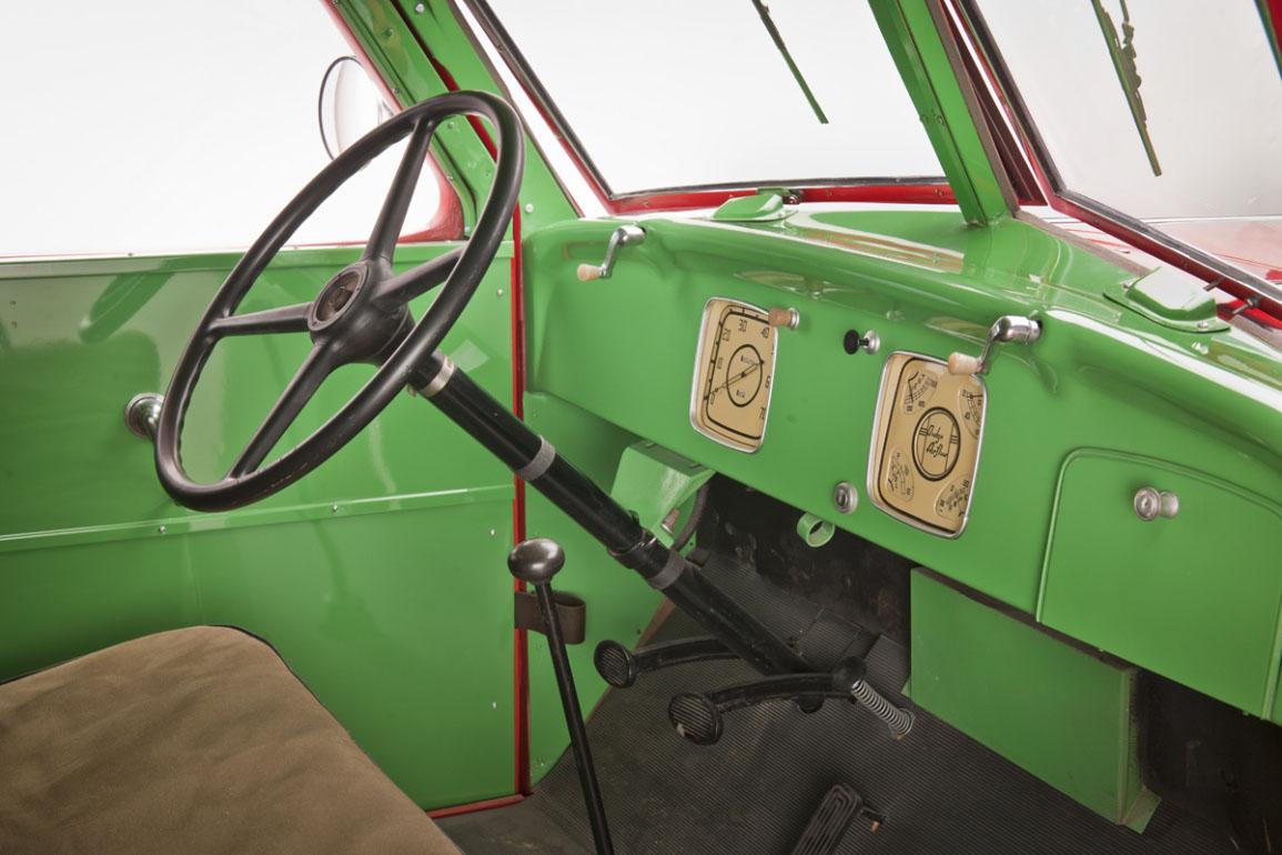 Dodge Airflow Tank Truck (1939) - Dashboard