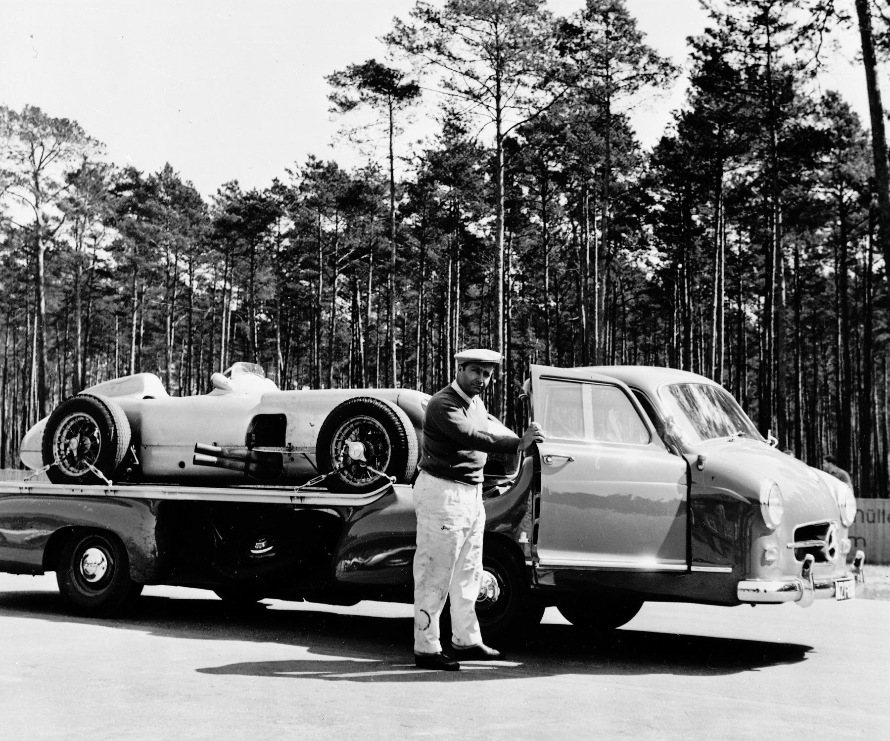 Mercedes benz blue wonder racing car transporter 1954 for Garage mercedes monaco
